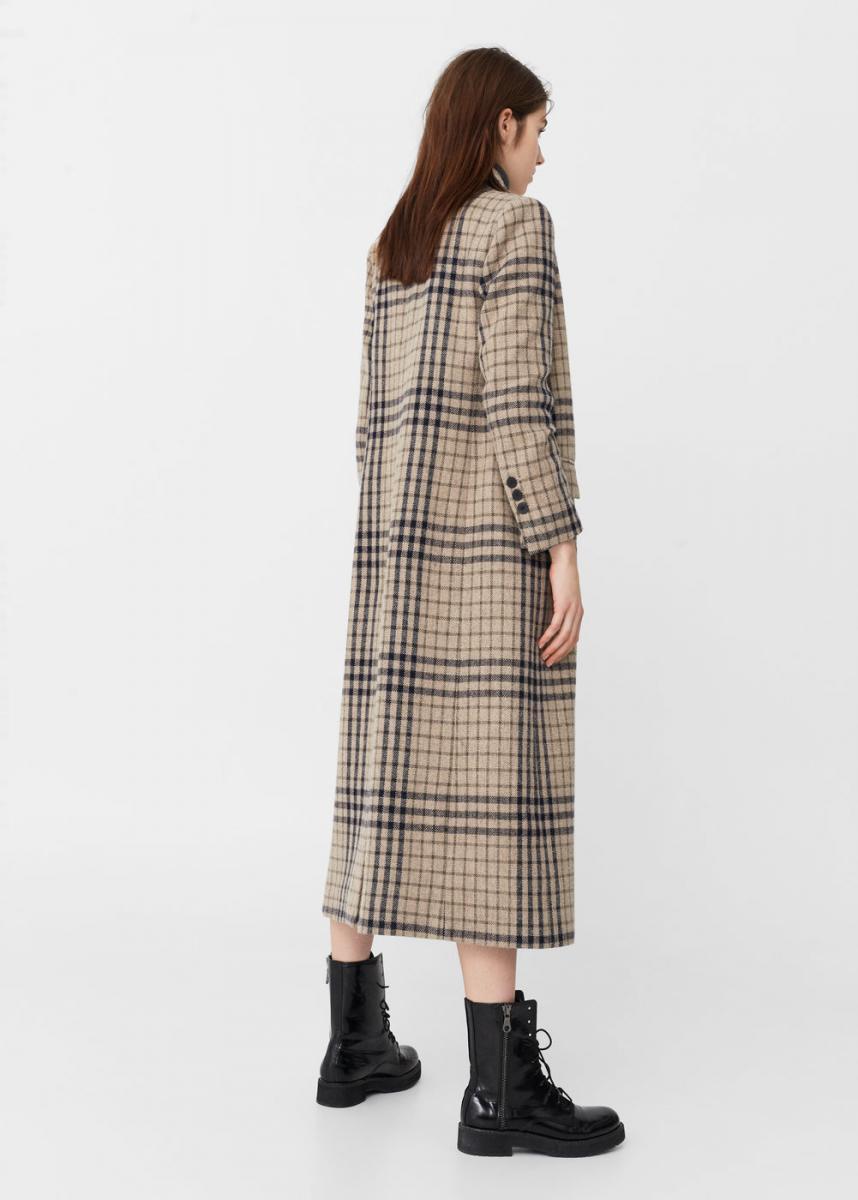 Το καρό παλτό κοστίζει 100 ευρώ και είναι της Mango. ΚΑΡΟ ΠΑΛΤΟ 850b6a68370