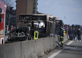 Η τραγωδία μόλις που απεφεύχθη στο λεωφορείο με τους μαθητές στο Μιλάνο - Κεντρική Εικόνα
