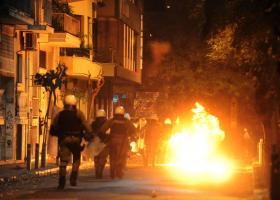 Επιθέσεις νεαρών κατά αστυνομικών, τα ξημερώματα στα Εξάρχεια - Κεντρική Εικόνα