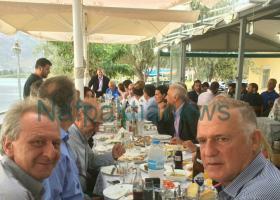 Σε ψαροταβέρνα της Ναυπακτίας με 80 άτομα γευμάτισε ο Αλ.Τσίπρας - Κεντρική Εικόνα