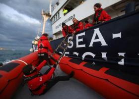 Ιταλία: 163 μετανάστες, αποκλεισμένοι σε δύο διασωστικά πλοία, σε αναζήτηση ασφαλούς λιμανιού - Κεντρική Εικόνα