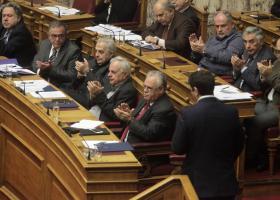Το βράδυ η ψήφιση του πολυνομοσχεδίου και του «κόφτη» - Κεντρική Εικόνα