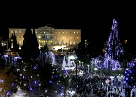 Φωταγωγήθηκε για τα Χριστούγεννα η πλατεία Συντάγματος (Photos) - Κεντρική Εικόνα