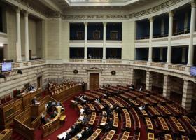 Tα κόμματα της αντιπολίτευσης πλην ΚΚΕ και ΧΑ υπερψηφίζουν την τροπολογία για το επίδομα στους μικροσυνταξιούχους - Κεντρική Εικόνα
