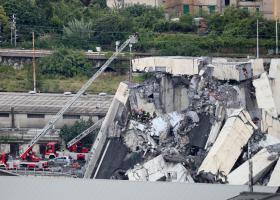La Repubblica: H κατάρρευση της γέφυρας στη Γένοβα μπορεί να οφείλεται σε κεραυνό - Κεντρική Εικόνα