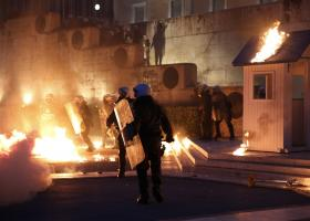 Συγκρούσεις έξω από τη Βουλή - Κεντρική Εικόνα