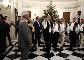 «Τα έψαλαν» σε Τσίπρα, Παυλόπουλο και πολιτικούς αρχηγούς (Video) - Κεντρική Εικόνα