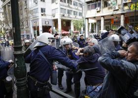 Ξύλο, συλλήψεις και τραυματίες στους πλειστηριασμούς - Δικογραφία για τα επεισόδια (vid) - Κεντρική Εικόνα