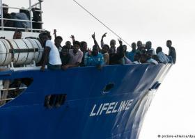 Φύλακας-άγγελος των μεταναστών ή συνεργάτης των διακινητών οι ΜΚΟ - Κεντρική Εικόνα