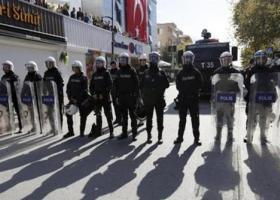 Τουρκία: Συγκρούσεις αστυνομικών με διαδηλωτές που διαμαρτύρονταν για επίθεση ισλαμιστών σε οπαδούς των Radiohead - Κεντρική Εικόνα