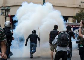 Ένταση σε πορεία για τον Κουφοντίνα στο κέντρο της Αθήνας - Κεντρική Εικόνα