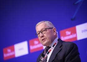 Ο Ρέγκλινγκ συνδέει τη μείωση φόρων με τη μείωση του αφορολόγητου - Κεντρική Εικόνα