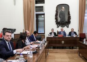 Θετική η γνώμη της Επιτροπής Θεσμών για τα υποψήφια νέα μέλη της Επ. Ανταγωνισμού - Κεντρική Εικόνα