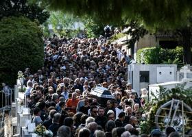 Ράγισαν καρδιές - Θλίψη και πόνος στην κηδεία του Λαυρέντη Μαχαιρίτσα (Photos) - Κεντρική Εικόνα