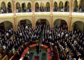 Δεν πέρασε από το ουγγρικό κοινοβούλιο η αναθεώρηση του Συντάγματος που θα απαγόρευε την εγκατάσταση μεταναστών στη χώρα - Κεντρική Εικόνα