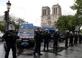 Στρατιώτης του χαλιφάτου, δήλωσε ο άνδρας που επιτέθηκε με σφυρί σε αστυνομικούς, στο Παρίσι - Κεντρική Εικόνα