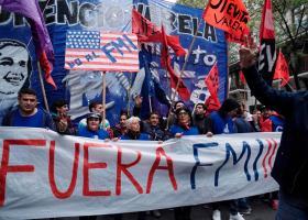 Χιλιάδες διαδήλωσαν στην Αργεντινή κατά των διαπραγματεύσεων με το ΔΝΤ - Κεντρική Εικόνα
