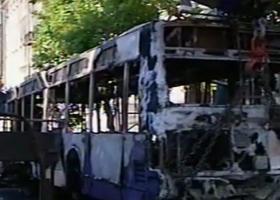 Αγνωστοι έκαψαν λεωφορείο και τρόλεϊ στην Πατησίων - Κεντρική Εικόνα