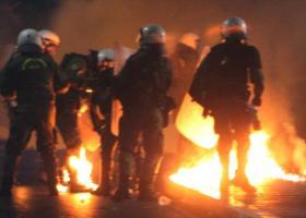 Βόμβες μολότοφ και προσαγωγές τη νύχτα στην Πατησίων - Κεντρική Εικόνα