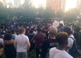 Χιλιάδες άνθρωποι διαδήλωσαν στις ΗΠΑ κατά της αστυνομικής βίας - Κεντρική Εικόνα