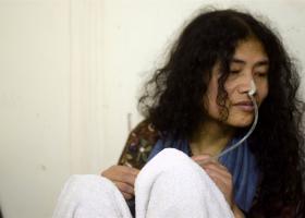 Η «Σιδηρά Κυρία» της Ινδίας έβαλε τέλος στην απεργία πείνας - Κεντρική Εικόνα