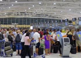 Δέκα εκατ. επιβάτες πέρασαν από τα αεροδρόμια της Κύπρου - Κεντρική Εικόνα