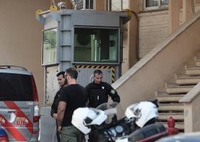 Αλλοδαπός κρατούμενος απειλούσε να αυτοκτονήσει μέσα στο Τμήμα Ασφάλειας Γαλατσίου - Κεντρική Εικόνα
