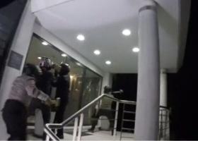 Επίθεση του «Ρουβίκωνα» στα γραφεία ομίλου επιχειρήσεων στο Μαρούσι (video) - Κεντρική Εικόνα