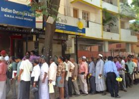 Ινδία: Ξέμειναν από μετρητά οι τράπεζες, μετά τις μαζικές αναλήψεις - Κεντρική Εικόνα