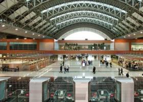 Απογείωση της επιβατικής κίνησης στο αεροδρόμιο της Αθήνας - Κεντρική Εικόνα