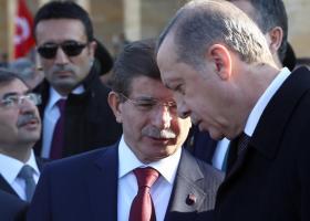 Νταβούτογλου κατά Ερντογάν για την ήττα του AKP στην Κωνσταντινούπολη - Κεντρική Εικόνα