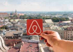 Airbnb: Διορία μέχρι 28/2 - Έρχεται φορολόγηση έως και 100% για αυτούς που δε δηλώνουν - Κεντρική Εικόνα