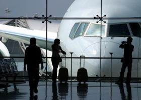 Ο κορωνοϊός στοιχίζει πάνω από 100 δισ. δολάρια στις αεροπορικές εταιρείες - Κατέρρευσε η βρετανική Flybe - Κεντρική Εικόνα