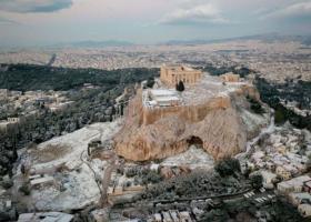 Εντυπωσιακές εικόνες της χιονισμένης Ακρόπολης από ψηλά - Κεντρική Εικόνα