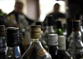 Έφοδος του ΣΔΟΕ σε αποθήκες με παράνομα ποτά (pics) - Κεντρική Εικόνα