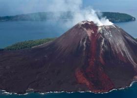 Ινδονησία: Οι υποβρύχιες ηφαιστειακές εκρήξεις μπορούν να προκαλέσουν τσουνάμι  - Κεντρική Εικόνα