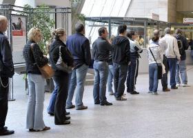 Αξιοσημείωτη μείωση ανεργίας κατά 2,6% τον Νοέμβριο του 2018  - Κεντρική Εικόνα