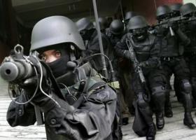 Σβάστικες, μαχαίρια και γκαζάκια βρέθηκαν στα σπίτια των ακροδεξιών που συνελήφθησαν - Κεντρική Εικόνα