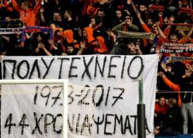 ΑΠΟΕΛ: Πανό υπέρ της χούντας σήκωσαν οι οπαδοί του  - Κεντρική Εικόνα