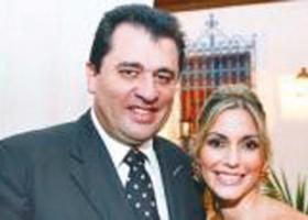 Ποιος αγοράζει τις οκτώ βίλλες του Θόδωρου της Γιάννας Αγγελοπούλου στη Μύκονο  - Κεντρική Εικόνα