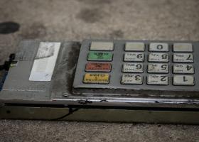 Ηλιούπολη: Γέμισε ο δρόμος χαρτονομίσματα μετά την έκρηξη σε ΑΤΜ - Κεντρική Εικόνα