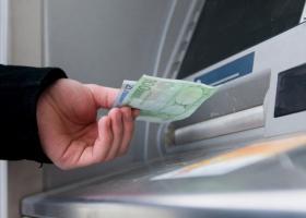 Σε ισχύ οι νέες χρεώσεις στα ATM για διατραπεζικές συναλλαγές - Κεντρική Εικόνα