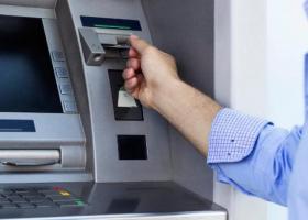«Τσουχτερές» οι αναλήψεις από κάρτες σε ξένο νόμισμα - Κεντρική Εικόνα