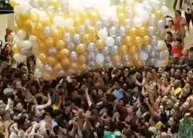 Αυστραλία: Πέντε άτομα ποδοπατήθηκαν σε εμπορικό κέντρο κυνηγώντας δωροεπιταγές σε... μπαλόνια! (Photos/Videos) - Κεντρική Εικόνα