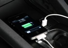Γιατί δεν πρέπει να φορτίζετε το κινητό σας στο αυτοκίνητο - Κεντρική Εικόνα
