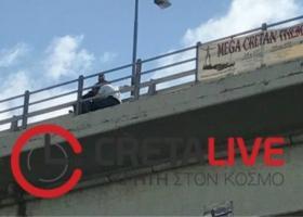 Ηράκλειο: Ένας... περαστικός κατάφερε να την μεταπείσει και να μην αυτοκτονήσει! (video) - Κεντρική Εικόνα