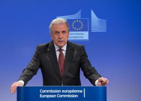 Αβραμόπουλος: Η ΕΕ δεν μπορεί να στηρίζεται σε ad hoc λύσεις για αποβιβάσεις μεταναστών - Κεντρική Εικόνα