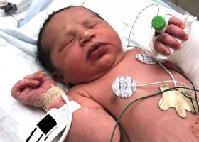 Eντόπισαν νεογέννητο μωρό μέσα σε σακούλα σούπερ μάρκετ παρατημένη στο δρόμο! (video)  - Κεντρική Εικόνα