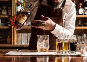 Κορωνοϊός: Κολοσσοί του αλκοόλ το «γύρισαν» στην παραγωγή αντισηπτικών - Κεντρική Εικόνα