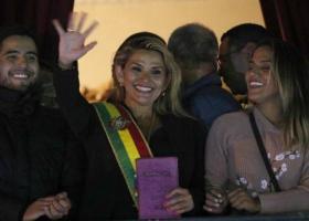 Βολιβία: Η γερουσιαστής Τζανίνες Άνιες αυτοανακηρύχθηκε μεταβατική πρόεδρος - «Πραξικόπημα» επιμένει ο Μοράλες - Κεντρική Εικόνα
